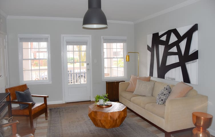Riverside Retreat #2: Downtown Updated OpenConcept