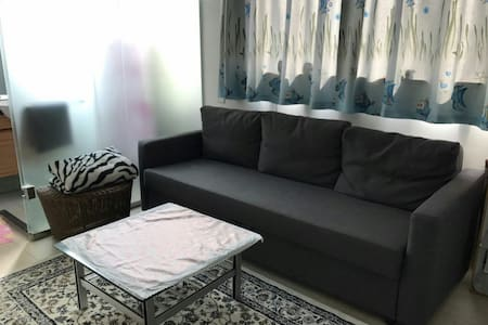 Light, bright & cozy! Amazing location @ 15% off!! - Hong Kong - Apartment