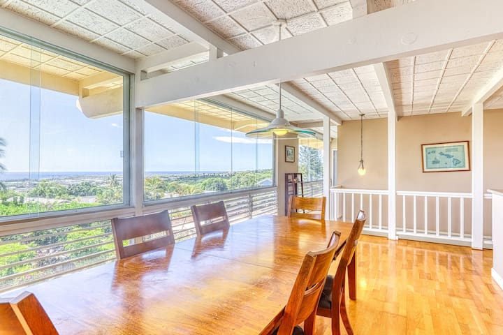 Beautiful home w/ ocean view, private pool, hot tub & covered lanai
