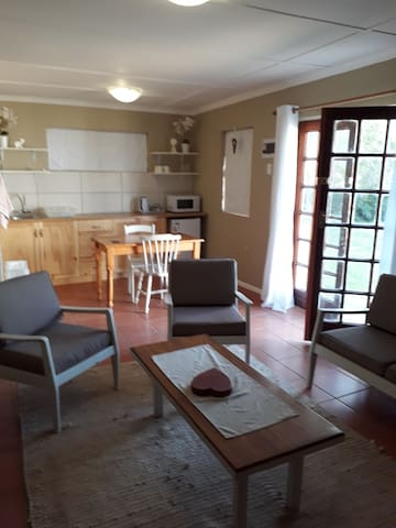 Vredelus Farm Stay: Garden Cottage