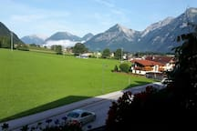 Blick vom Balkon in die Berge  (Rofan)