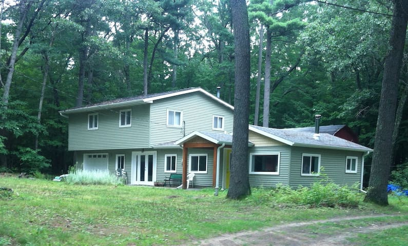 Woodland Retreat Near Gorgeous Lake - Holton
