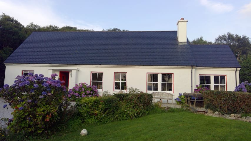 Carraig Cottage - stunning cottage, views and area