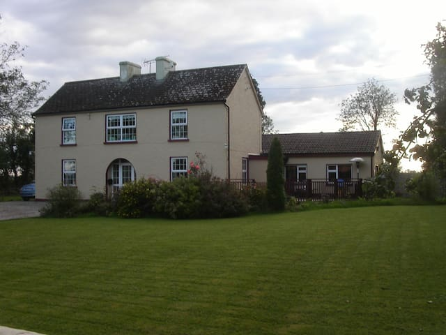 Lux Self Catering 2 Bed Apartment - Mohill - Lejlighed