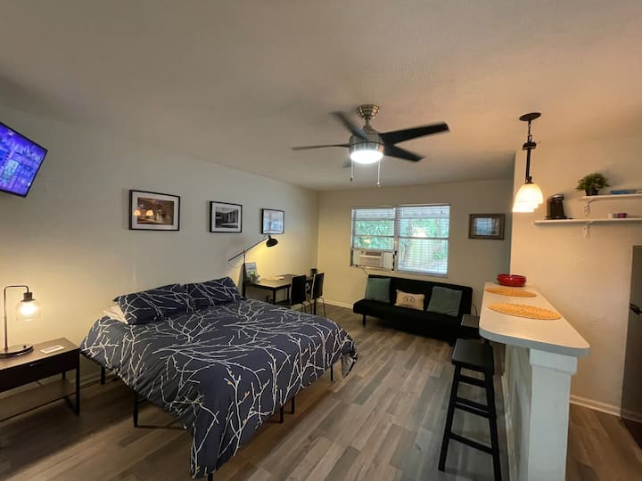 Private Studio in Tampa - 10 min from Downtown