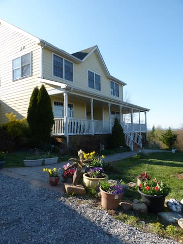 Wildrose Hill (1) Private rm, bath, nook, outdoors - Hedgesville - House