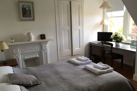 Double bedroom with beautiful view,separate shower - Hus