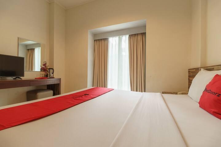 Budget Hotel Room in Kemayoran Jakarta near Monas