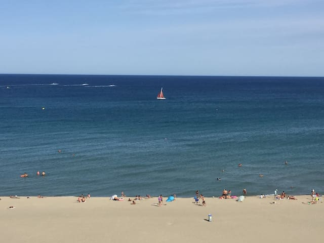 Face à la mer à Canet Plage