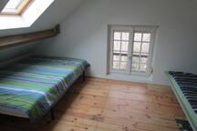 Room2 : 2 double beds / Chambre 2: deux lits doubles