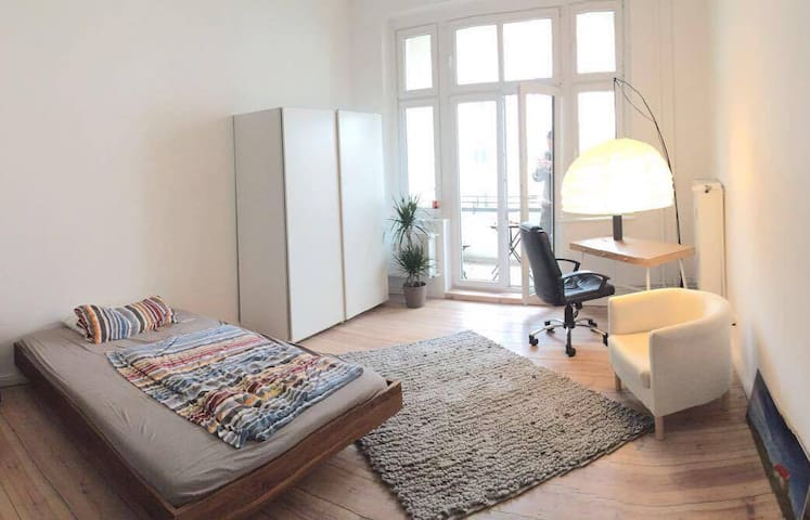Stylish room with balcony - Berlin - Daire