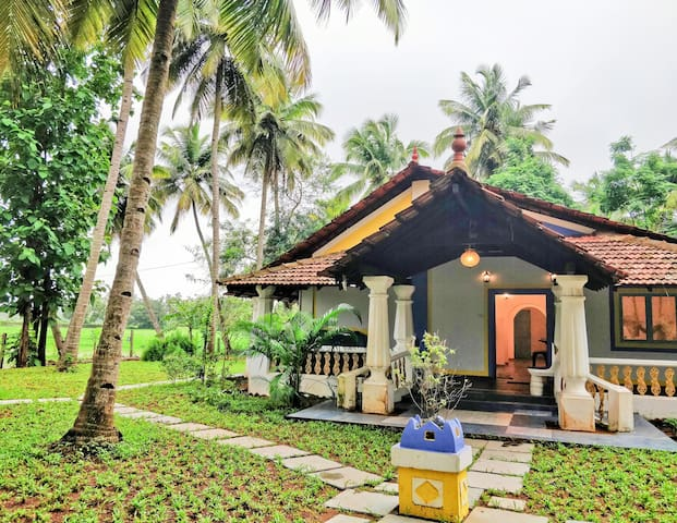 Entire Goan house - near paddy fields and beaches