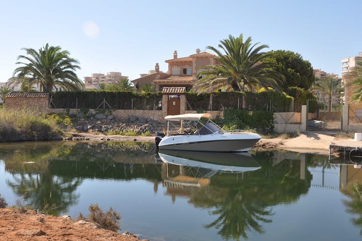Villa 7 habitaciones,embarcadero,piscina-jacuzzi.