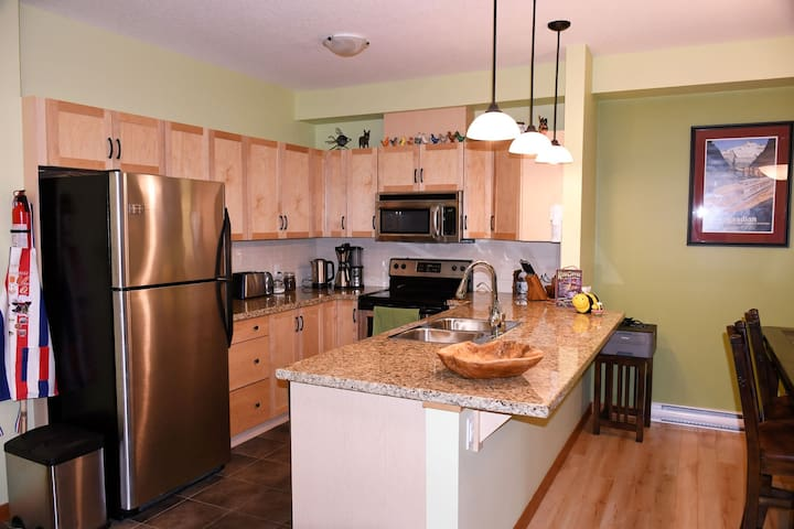 Well equipped kitchen. Fridge, Stove, Oven, Dishwasher, Microwave, Coffee Maker, Toaster