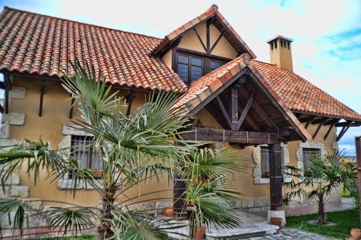 """Casa """"Tierra de Pinares"""""""