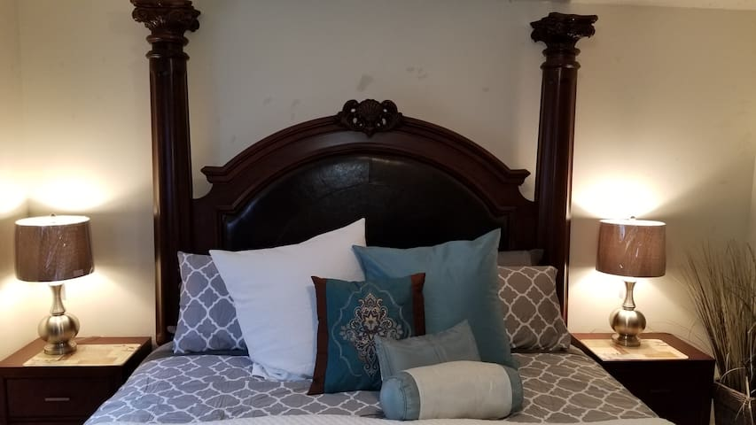 Sleep Like a King & Fabulously - Fabulous Castle King  Bed with Bloomingdale bedding - @2K - Gorgeous Master Bedroom Set.  Come relax in our home and enjoy your quiet getaway!
