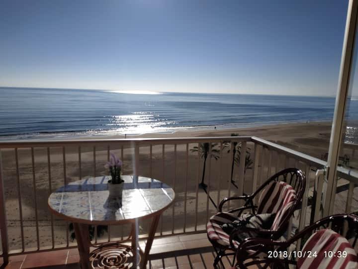 Bright apartament in Cullera on the beachfront.