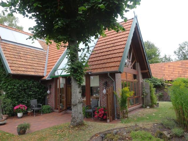 Landhaus mit Naturgarten in Stadtnähe