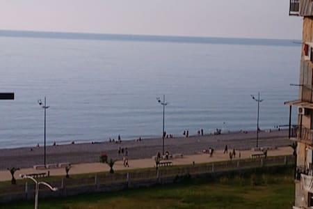 1 комнатная квартира у берега моря,с видом на море