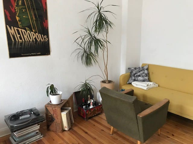 Spacious vintage loft room, Center of Neukoelln