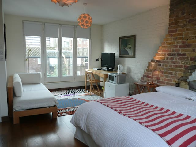 Beautiful bedroom in central london