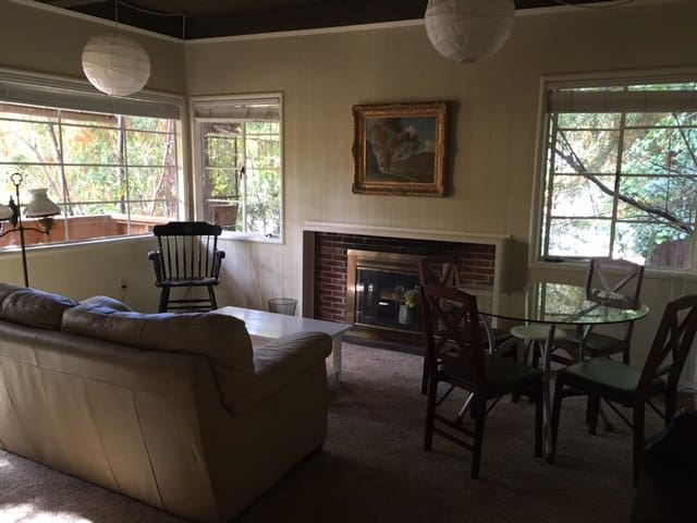1 Bed, Private Entry,Historic Berkeley Home