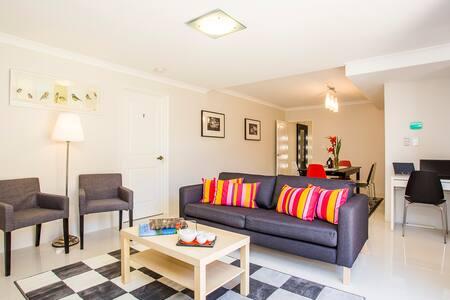 Istana Bentley No.5 - 6 Bedrooms with Ensuites - Bentley - Dom
