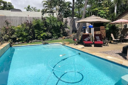 Studio with Pool & AC walk to Magic Sands