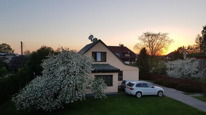 Очень уютный и ухоженный дом и свой небольшой сад