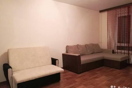 Сдам посуточно квартиру - Sankt-Peterburg - Lakás