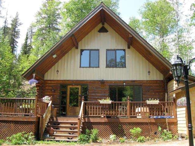 chalet de bois rond - Baie-Saint-Paul - Casa