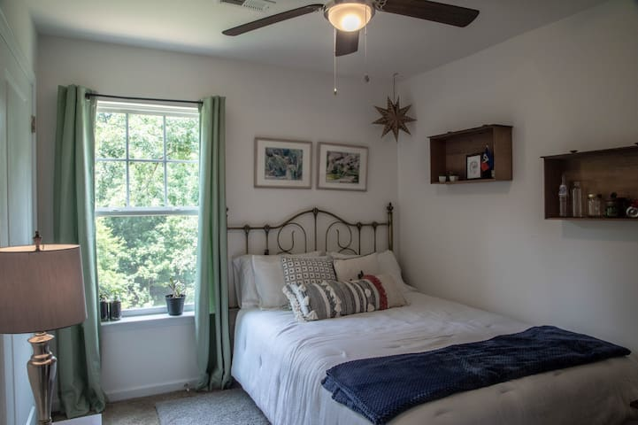 Private Bedroom - Near Greenville Airport