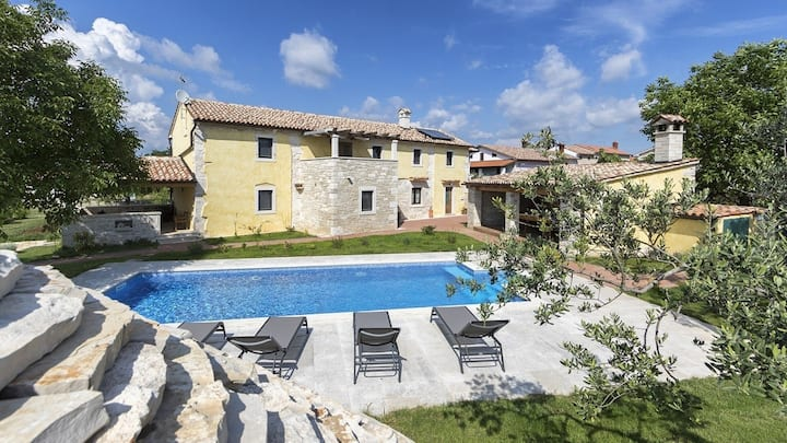 Authentic Istrian Villa Ive with a swimming pool / Authentic Istrian Villa Ive with a swimming pool