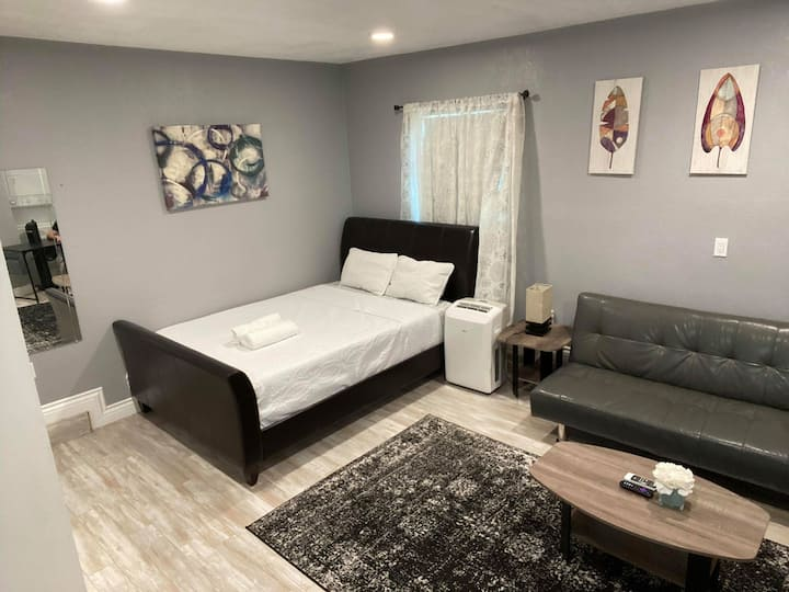 ✧ Cozy Private Studio w/WD 2 Minutes from Freeway