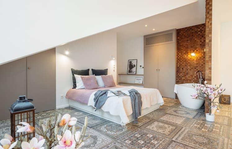 Fancy designer loft style apartment in heart of Jewish Quarter*BREAKFAST