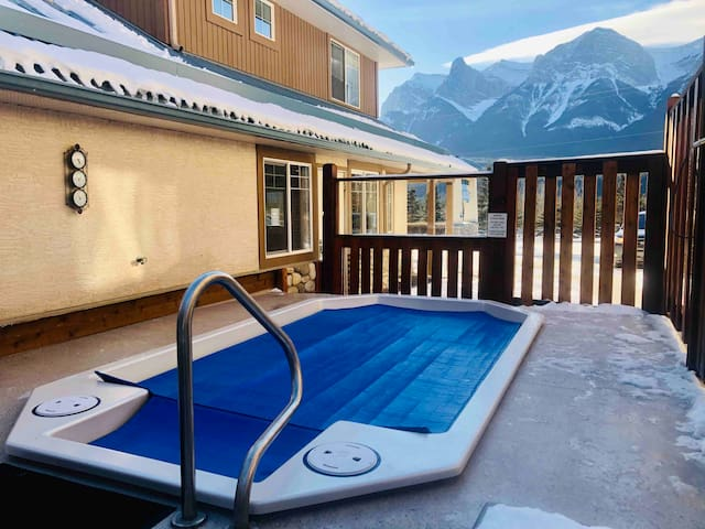 Cozy Mountain Condo BBQ & Hottub