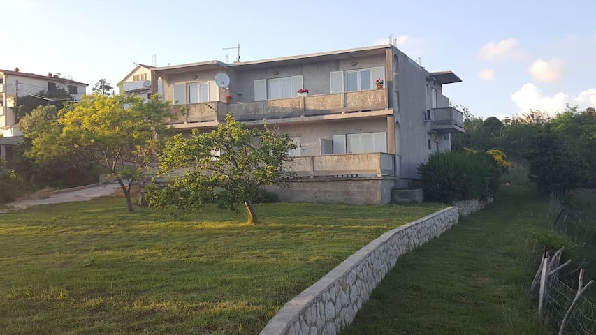 Apartment ( 4 + 1) with air conditioning - Lopar - Apartment