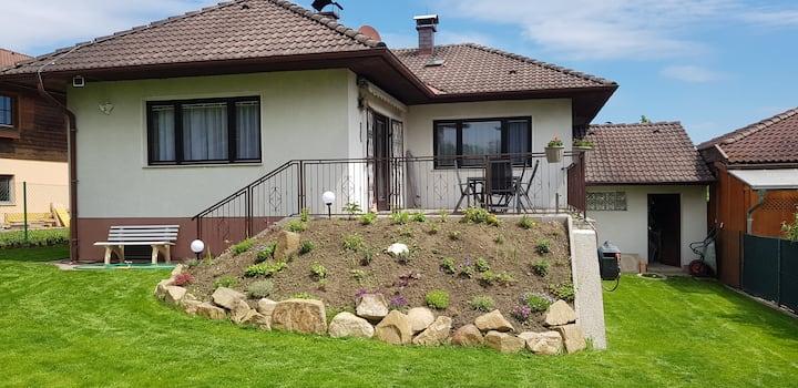 Gemütliches Ferienhaus mit Garten in Wiennähe