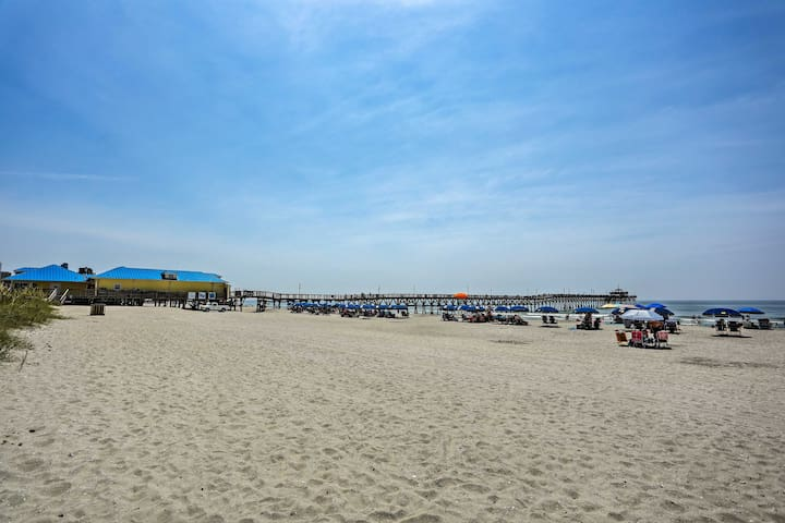 Townhome w/Deck-Walk to Cherry Grove Beach!