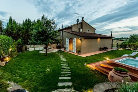 Lovely country house with garden and Jacuzzi pool - Vinci