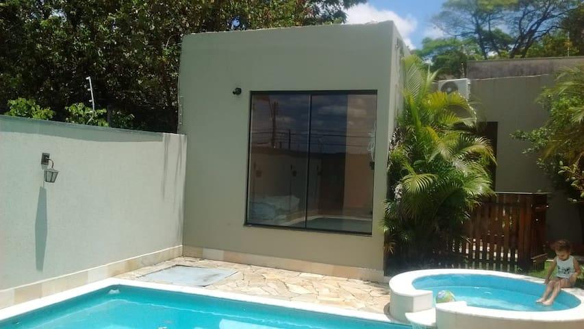 Frente casa para piscina