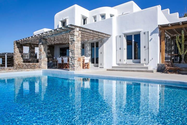 DreamLike Villa 2, Private Infinity Pool!