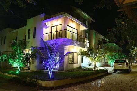 Luxury Villa in Nature's Basket - Raigad