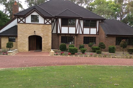 Country house 5 mins from joondalup - Carramar