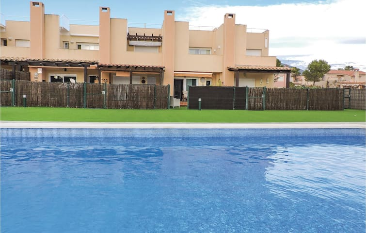 Semi-Detached with 3 bedrooms on 70m² in Miami Platja