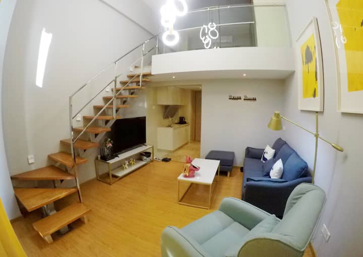 江景豪华复式公寓,近岐江公园、摩天轮,巨幕投影、免费wifi、自助入住。