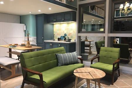 New apartment Ximen MRT 5mins 西門捷運步行5分鐘2-5ppl 全新裝潢