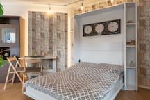 Klappbett mit Liegefläche von 140x200m und hochwertiger Matratze