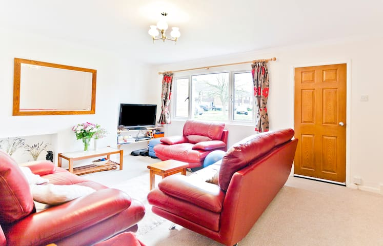 Double bedroom, quiet area - Woodley - House