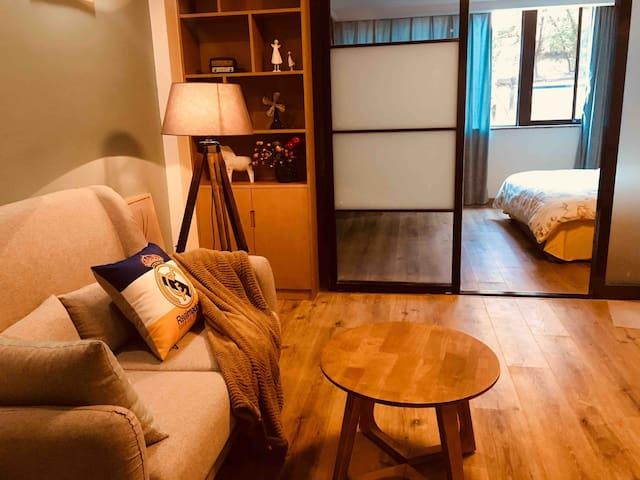 『侣行·家』香榭 设计师Chic公寓/极米巨幕情侣影院/私人咖啡厅